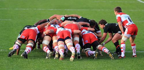 image montrant une mêlée (scrum) au rugby